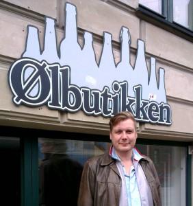 Morten Valentin Ejlertsen foran Ølbutikken på Istedgade i København