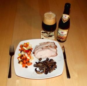 Barbeque-marineret svinekam med svampe og salat, og en dejlig doppelbock fra Weltenburger Kloster