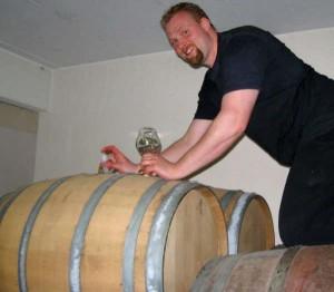 Jacob Storm fra Amager Bryghus kravler på bourbontønder