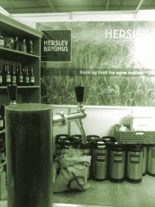 Herslev serverede Hø-øllen MARK på Danske Ølentusiasters Ølfestival 2014
