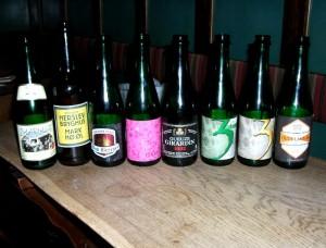 Den flotte samling øl til smagning af lambik i Odense
