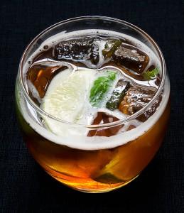 Ølcocktail kaldet Harmony med bl.a. Jacobsens Forårsbryg og rom