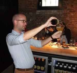 Beer Ambassador Nicolas Soenen demonstrating the correct Duvel pour