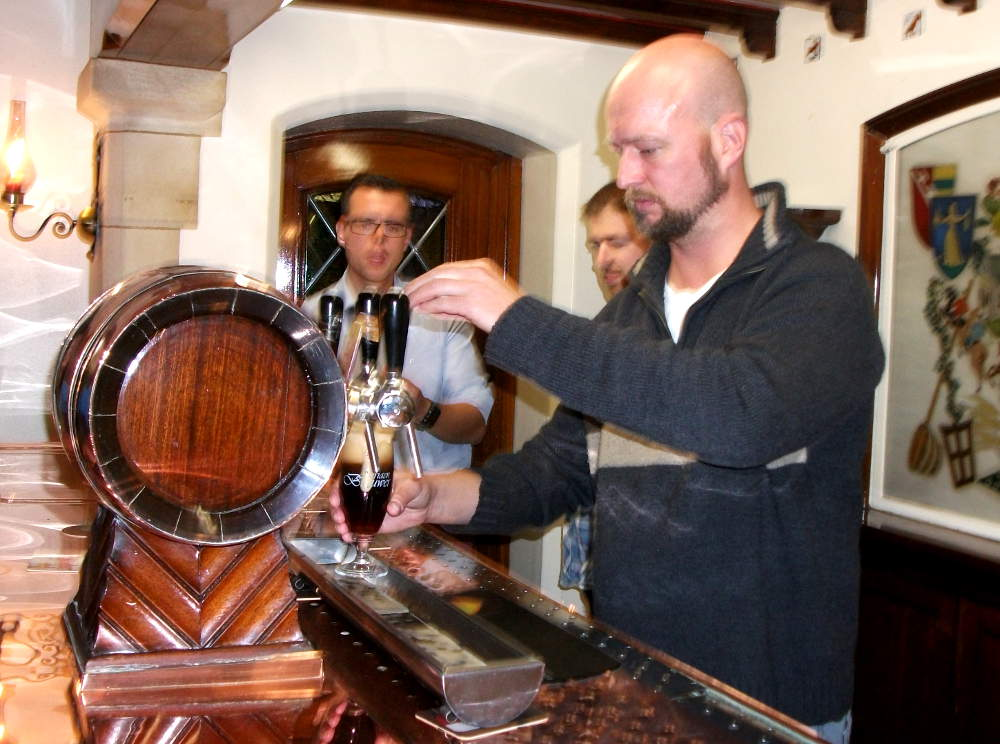 Me, pouring a perfect glass of Adriaen Brouwer Oudenaarde bruin ale