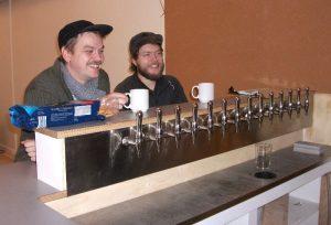 Peter og Stefan tager en kort pause fra arbejdet med at gøre Dunkbar klar til åbning
