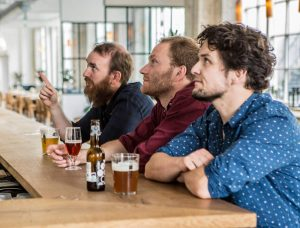 Tore (To Øl), Morten (Mikropolis) og Tobias (To Øl), på Tapperiet BRUS