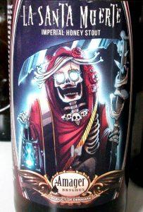 La Santa Muerte i Simon Hartvig Daugaards smukke udgave på etiketten