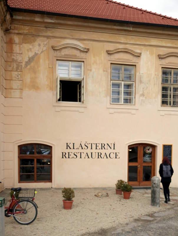 Indgang til restauranten på Zeliv Kloster