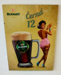 Bernard kan også være rebelske, og deres markesføring kan både være ironisk-provokerende som her, eller kommentere på aktuelle politiske sager i Tjekkiet.