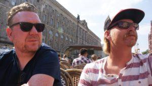 Beard Brew på tur. Dennis med kort fuldskæg, og Morten med truckerskæg og hat