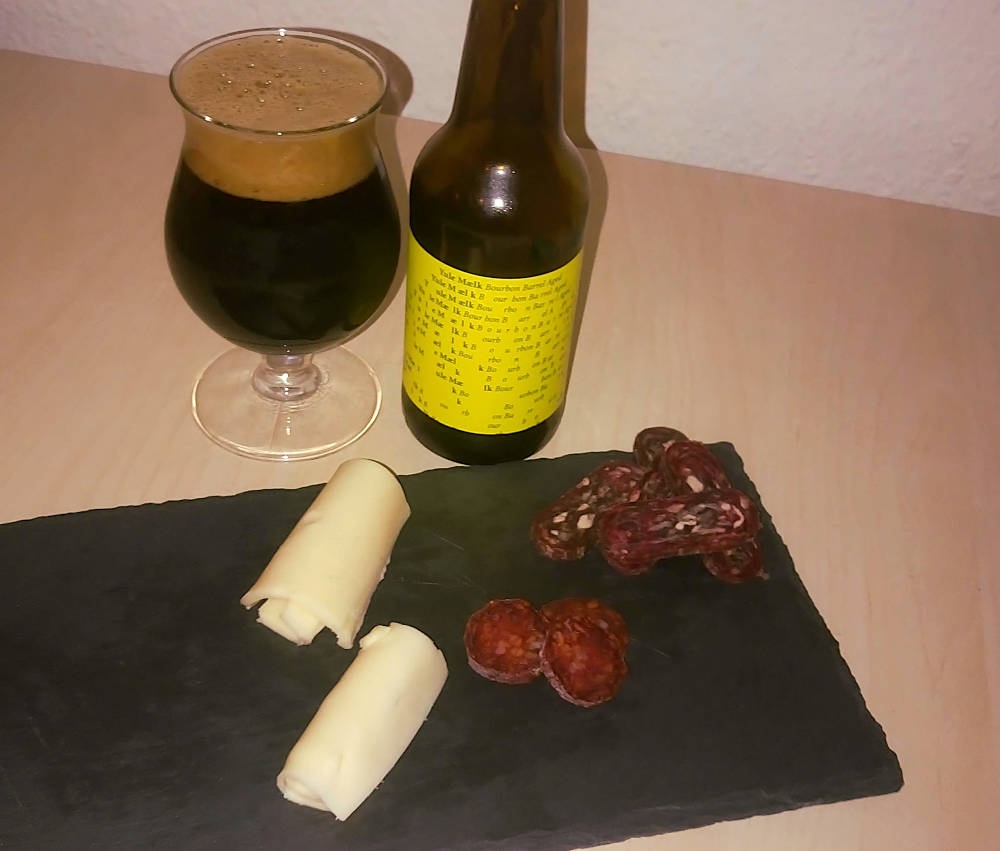 To Øl Yule Mælk Bourbon Barrel Aged med snacks