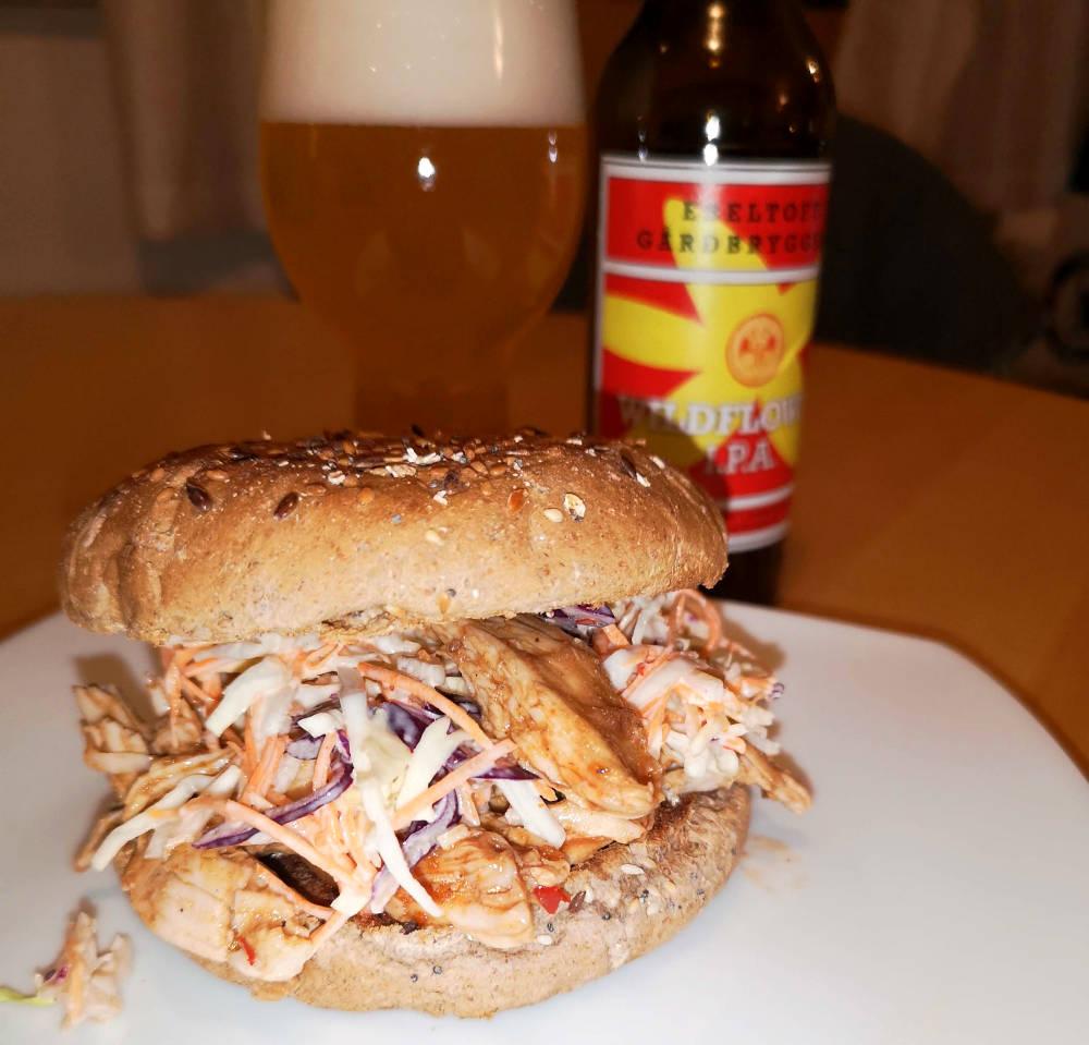 Sandwich med trukket kalkun. Ebeltoft Gårdbryggeri Wildflower IPA